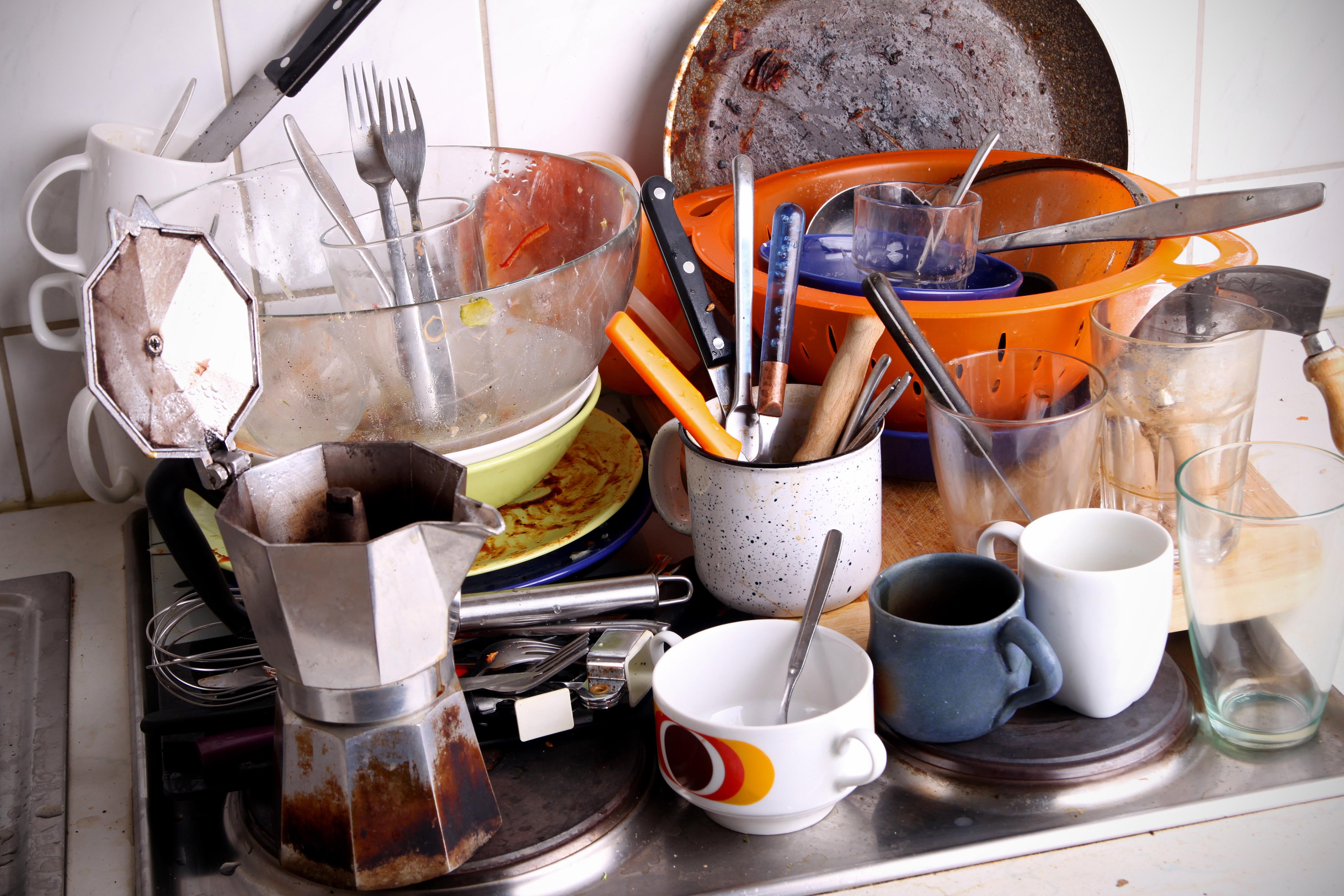 4 Tips to Help You Wash Less Dishes ⋆ YBKitchen ~ Geschirrspülmaschine Geschirr Dreckig