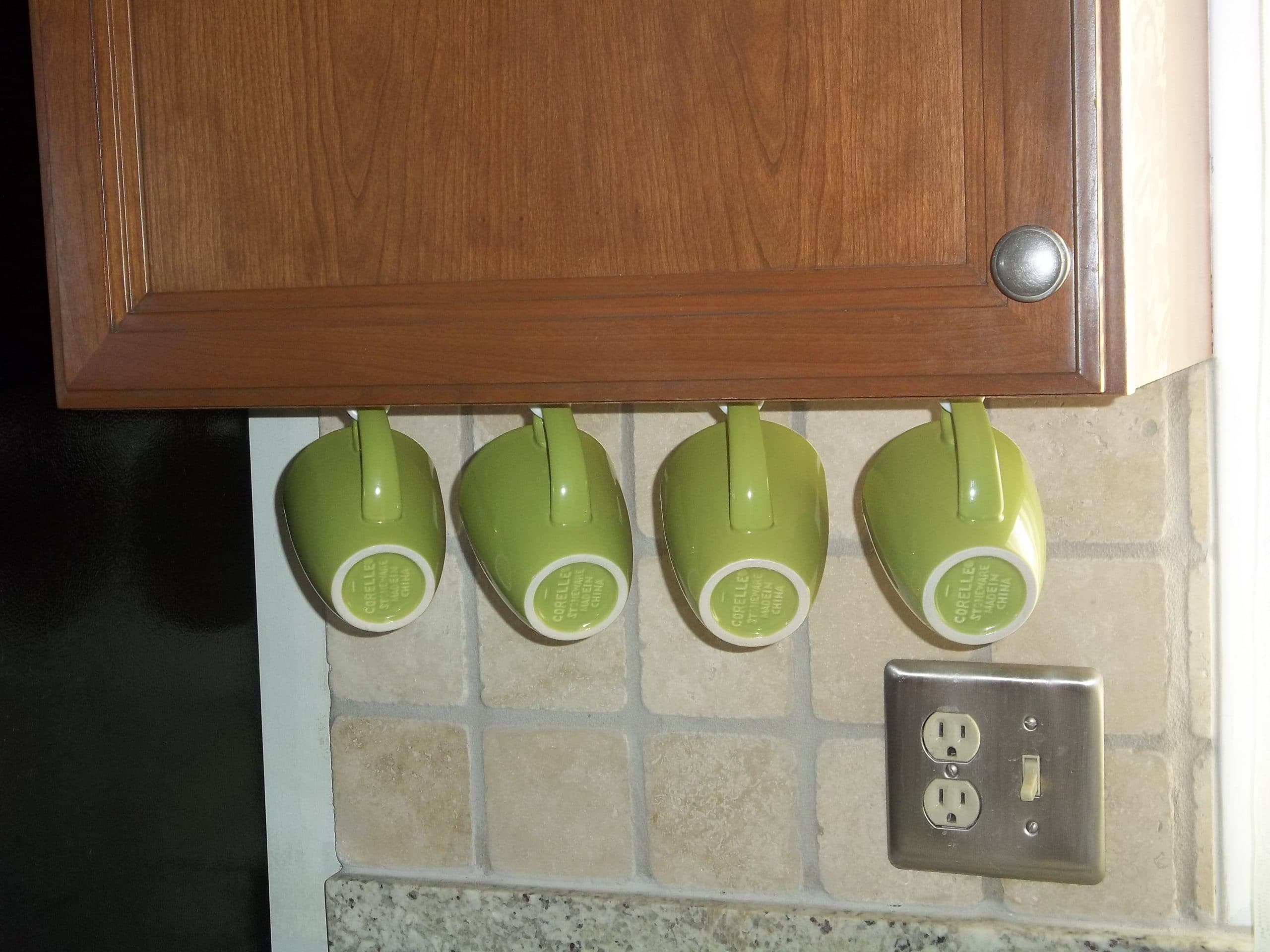 These green mugs add a nice splash of color to the kitchen.