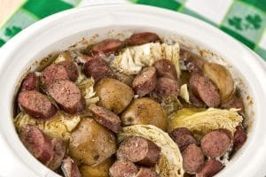 Slow cooker with cabbage, potatoes and smoked sausage